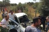 İzmir'de tren otomobile çarptı, yolcular dehşeti yaşadı