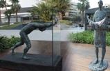 Sisyphos'un heykelleri Bayraklı'da