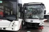İzmir'de Belediye otobüsleri çarpıştı : 22 yaralı !
