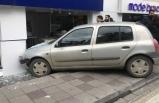 İzmir'de otomobil dükkana girdi!