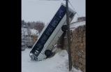 Yolcu otobüsü duvardan düştü!