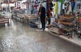 İzmir'de Kemeraltı Çarşısı'ndaki iş yerlerini su bastı