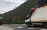 Seyir halindeyken alev alan kamyonet yandı