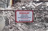 İzmir'de çöken binaya tel örgülü önlem
