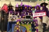 Pakistanlı kızlar, turnuvada cadı şapkaları ile mesaj verdi