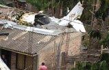 Evin çatısına uçak düştü
