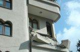 Şişli'de bir binanın balkonu çöktü