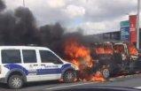 Havalimanı girişinde alev alev yanan minibüs polis aracına çarptı