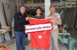 Kınık'ta esnafa Türk bayrağı dağıtıldı