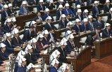 Mecliste ilginç anlar: Vekiller bir anda kafalarına taktı