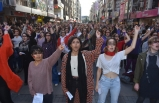 İzmirli kadınlardan danslı protesto