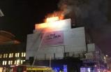 Londra'da tarihi konser binasında yangın! Alevler bir anda sardı