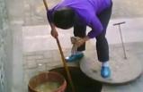 Corona virüsünün ortaya çıktığı Çin'de mide bulandıran uygulama! Lağımdan yağ çekip…