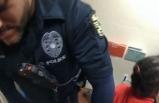 Tepki çeken görüntü! 6 yaşında çocuğa kelepçeli gözaltı
