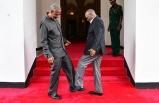 """Tanzanya'da koronavirüse karşı """"ayakla selamlaşma"""" önlemi"""