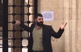 Zorla camiye girmeye çalışan vatandaş: Ben evde ölmeyecek miyim?