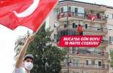 19 Mayıs'a balkonlardan karnaval gibi kutlama