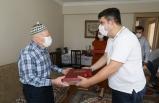 Buca'nın en yaşlı babasına sürpriz ziyaret