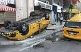 İzmir'de iki taksi çarpıştı