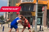 İzmir'de Vakıfbank önünde güreşli eylem