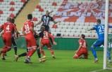 Beşiktaş Antalya'da da takıldı! 2 gol 1 kırmızı kart...