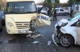 Minibüs ile polis otosu çarpıştı: 2 yaralı