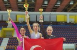 Buz pateninde İzmir'e Sofya'dan 4 madalya