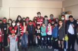 Gönüllü Gençler çocukların yüzünü güldürüyor