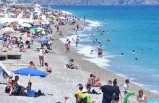 Antalya'da vaka sayısı düştü, sahiller doldu