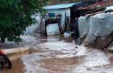 Turgutlu'da sağanak su baskınlarına neden oldu