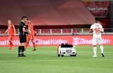 Türkiye Kupası'nda final karşılaşmasının topunu sahaya Aras Kargo taşıdı