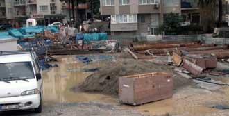 İzmir'de Bıçak Kemiğe Dayandı