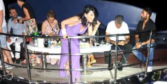 Hande Yener Denizde Coşturdu