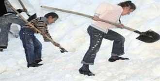 Hakkari'de Çocuklar Okulunu Arıyor!