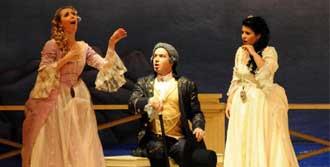 Mozart'ın Komik Operası Sahnelendi