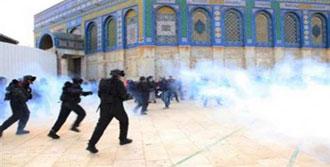 İsrail Mescid-i Aksa'yı Bastı