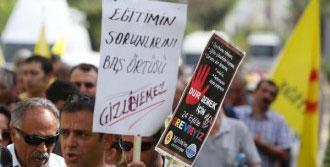 Antalya'da Öğretmen Eyleminde Türban Protestosu