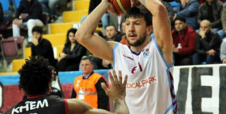 Trabzonspor -Uşak Sportif: 98-66