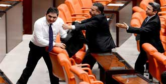 Meclis'te 'Namussuz' Gerginliği