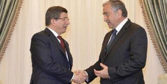 Akıncı, Başbakan Davutoğlu'nu Kabul Etti