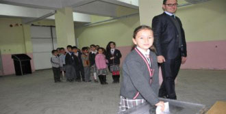 Öğrenciler Başkan Seçimi İçin Oy Kullandı
