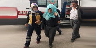 Öğrenci Servisi, İki Kamyonetle Çarpıştı