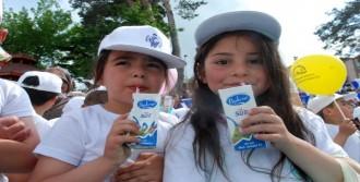 3 Bin 500 Kişi Aynı Anda Süt İçti