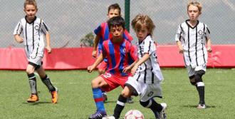 Fethi Sekin İçin Futbol Turnuvası