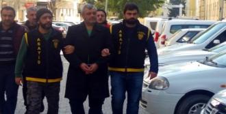 33 Yıl Hapis Cezasıyla Aranan Çete Üyesi Evde Yakalandı