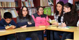 Engelli Öğrencilere Kitap Okudu
