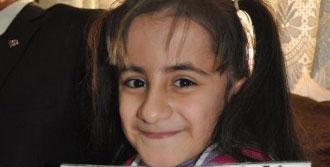 Cam Kemik Hastası Asyanur'un Karne Sevinci