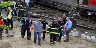 ABD'de Şok Kaza: İki Tren Çarpıştı!