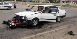 Erzincan'da Öğretmen Kaza Yaptı