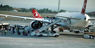 Yolcular Uçakta 45 Dakika Hapsoldu